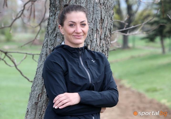 Евелина Николова