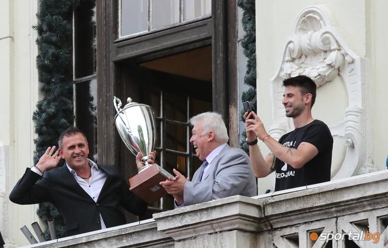 """Пловдив празнува победата на """"Смърфовете"""""""