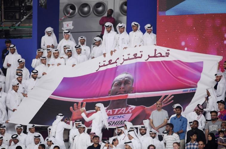 Баршим се завърна и триумфира със световната титла пред пълен стадион у дома
