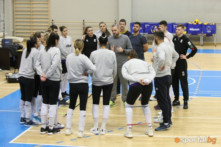 Тренировка на националките по волейбол