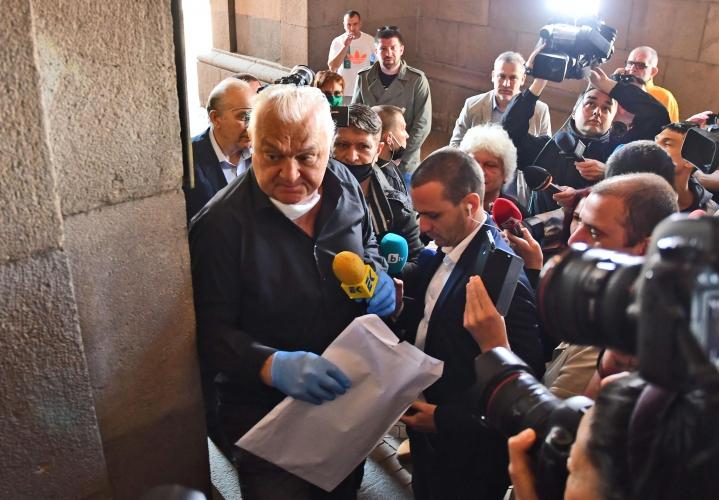 """Сашо Диков донесе акциите на """"Левски"""" пред Министерски съвет"""