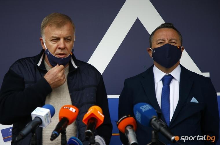 Наско Сираков представя новия треньор на Левски Славиша Стоянович в Левски