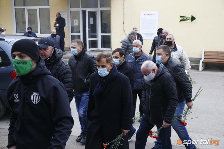 Стотици се простиха с Никола Спасов