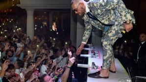 Конър Макгрегър купонясва в Лас Вегас, въпреки загубата (галерия)