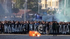 Шествието на феновете на Левски преди дербито