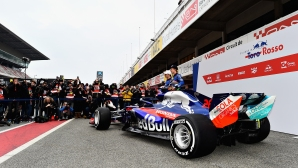 Торо Росо представиха новия си болид с двигател Хонда