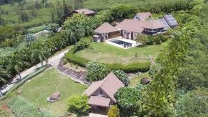 Никол Шерцингер каза Аloha на къщата си на Хаваите
