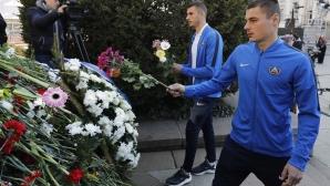 Футболистите на Левски поднесоха цветя на паметника на Апостола