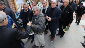 Стотици личности изпратиха Сашо Костов
