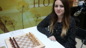 Нюргюл Салимова срещу робот