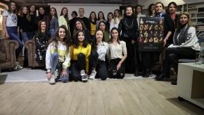 """FiBank представи благотворителния си календар със """"Златните момичета"""""""