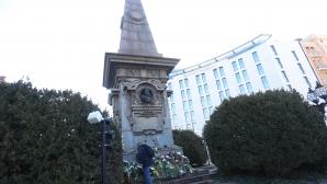 Ръководство и играчи на ПФК Левски поднесоха цветя пред паметника на Апостола