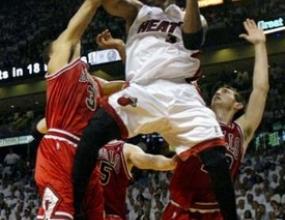 Чикаго Булс приема Маями в опит да вземе първа победа в сериите