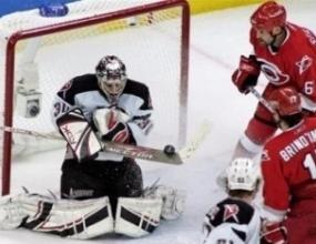 Бъфало поведе на Каролина във финала на Източната конференция на НХЛ