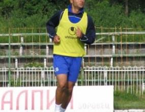Емил Ангелов с болки в адукторите, пропуска второто занимание за деня
