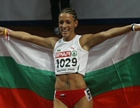 """Ивет Лалова взима трофея на МОК """"Спорт и феърплей"""" за 2005 година"""