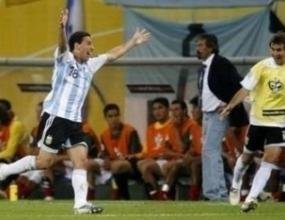 Макси Родригес прати Аржентина на четвъртфинал