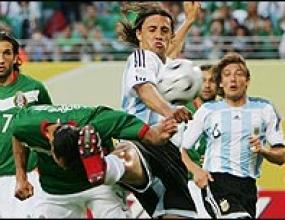 Първият гол за Аржентина беше присъден на Ернан Креспо