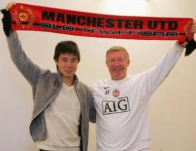 Китаец подписва нов договор с Манчестър Юнайтед