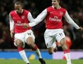 Ван Перси контузен след сблъсъка с Юнайтед