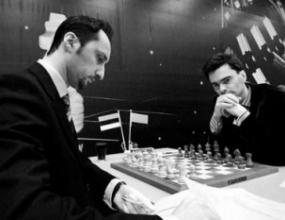 Топалов остава начело след реми