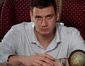 Красимир Гайдарски впечетли като манекен в SLAVY Magazine