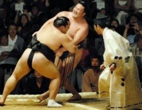 Котоошу среща японеца Дежима на старта в Нагоя