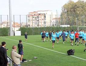 Барса тренира в новия си спортен център