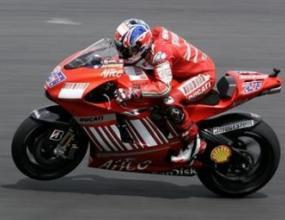Кейси Стоунър продължава да доминира в MotoGP