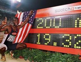 Майкъл Джонсън връща златния си медал от Сидни`2000
