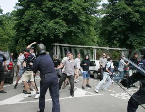 """Масов бой между фенове и полиция на """"Армията"""""""