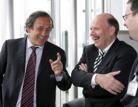 УЕФА отрече, че ще отнема домакинството на Полша и Украйна на Евро 2012