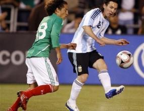 Аржентина победи Мексико с невероятен гол на Меси