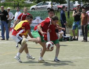 """Финансисти, бизнесмени и журналисти в битка на футболния турнир на """"Ърнст и Янг"""""""