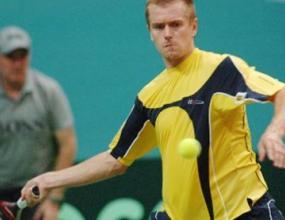 Двама тенисисти наказани за залози