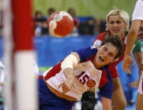 Световните шампионки Русия надиграха Унгария с 33:24