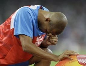 Олимпийски шампион отпадна в сериите на 400 метра с препятствия