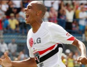 Корвино е в Бразилия, за да договори звезда на Сао Пауло