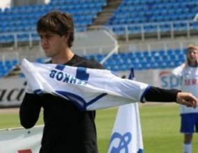 Динамо без Генков се доближи до върха