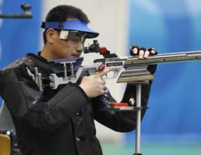 Китаец спечели на 50 метра пушка след ужасяваща грешка на Емонс