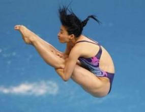 Го Цзинцзин със злато в скоковете във вода от триметров трамплин