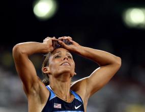 Драма за Лоло Джоунс във финала на 100 м/пр, Харпър взе титлата