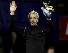Алмуния се прицели в националния отбор на Англия