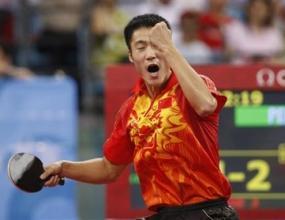 Трима китайци на стълбичката в тениса на маса при мъжете