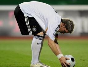 Швайнщайгер ще е капитан на Германия