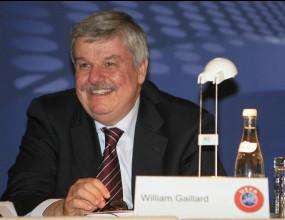УЕФА: Съдиите ще прекратяват мачове заради расистки обиди
