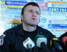 Костадин Ангелов: Не е нормално да се играе на такива терени