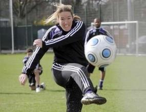 Жустин Енен тренира футбол с Андерлехт