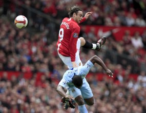 Гардиън: Бербатов остава оазис в атаката на Юнайтед