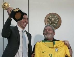 Президентът на Бразилия прие капитана на Селесао Лусио